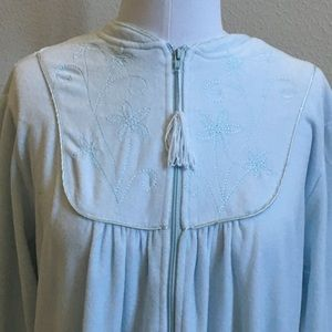 Bobbie Brooks M 10/12 Soft Velour Like Robe
